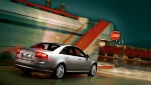 Audi A8-ด้านท้าย