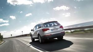 Audi Q7-ด้านหลัง