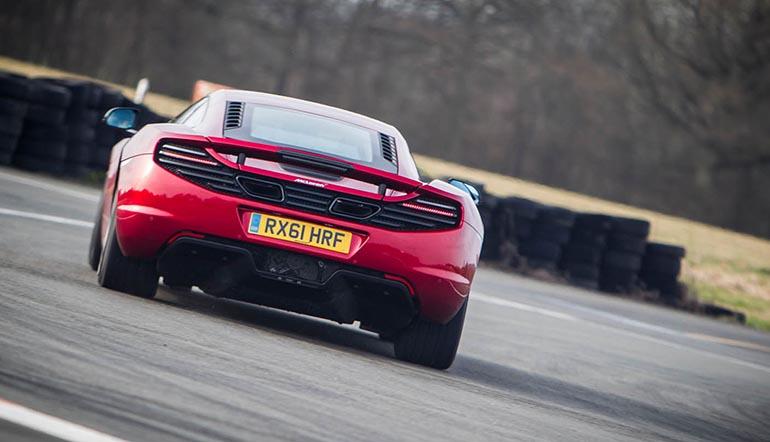 McLaren 12C-ด้านหลัง