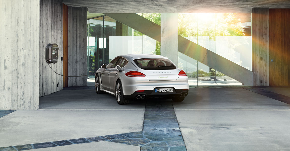 Porsche Panamera  4-ด้านหลัง