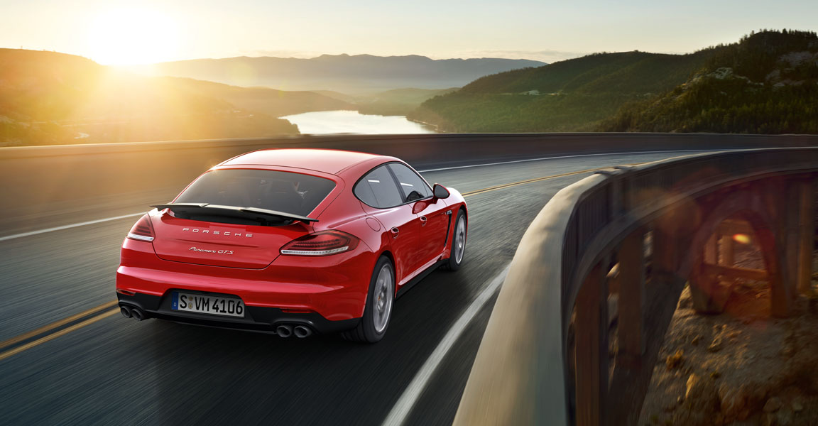 Porsche Panamera  GTS -ด้านหลัง